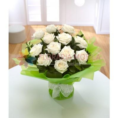 buchet din trandafiri albi