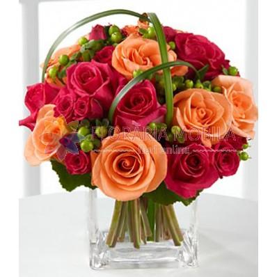 aranjament  trandafiri si hypericum