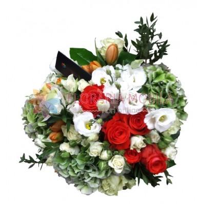 buchet din hortensie trandafiri si lalele
