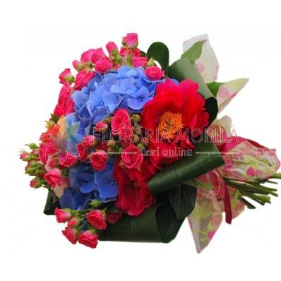 buchet din hortensie si trandafiri