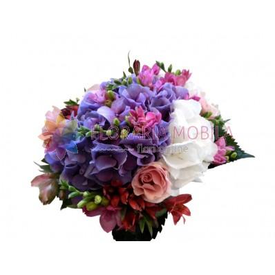 buchet flori din hortensie, trandafiri, frezii si alstroemeria