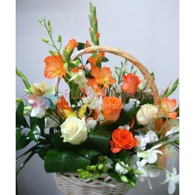 cosuri cu flori din trandafiri si orhidee
