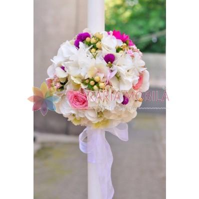 lumanari de nunta din hortensie alba, hypericum alb si trandafirasi