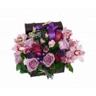 Aranjament din flori in cufar