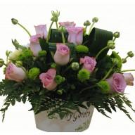 Aranjament ranunculus, trandafiri si santini