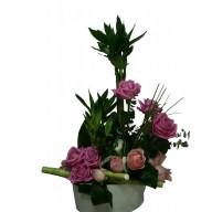 aranjament din trandafiri si bambus