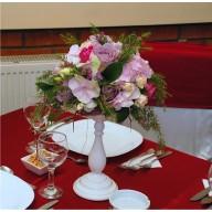 aranjament masa cu trandafiri si hortensie