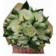 buchete din lalele si trandafiri albi