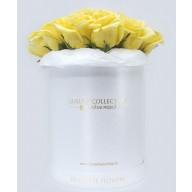 cutie cu trandafiri galbeni