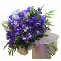buchet cu iris, frezie si lisianthus