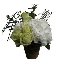 Aranjament trandafiri si hortensie