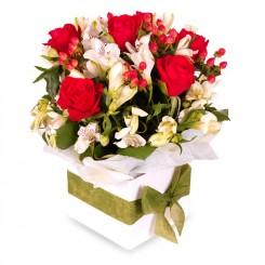 aranjament alstroemeria si trandafiri