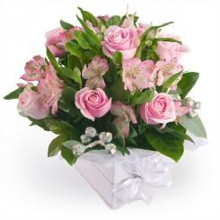 aranjamente florale cu trandafiri si alstroemeria