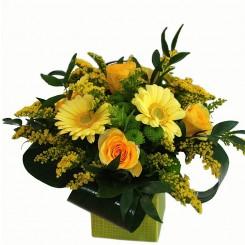 aranjamente florale din trandafiri, gerbera si solidago