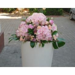 aranjamente florale inalte cu trandafiri si hortensie