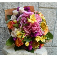 buchete de flori din hortensie si trandafiri