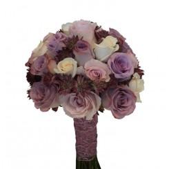 buchetet de mireasa din trandafiri eleganti