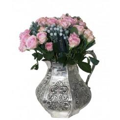 cadou trandafiri in carafa argintata