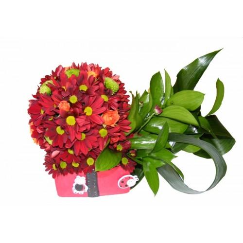 Aranjament crizanteme, trandafiri si santini
