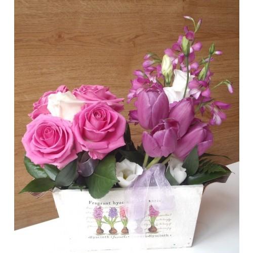 aranjamente cu lalele si trandafiri