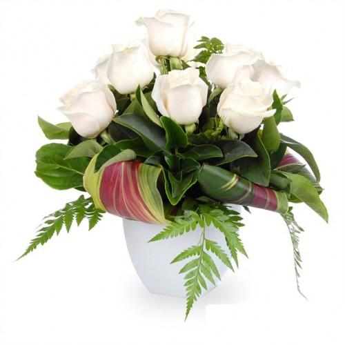 aranjament din trandafiri albi