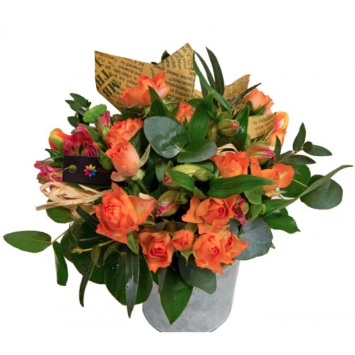 aranjament din trandafirasi portocalii