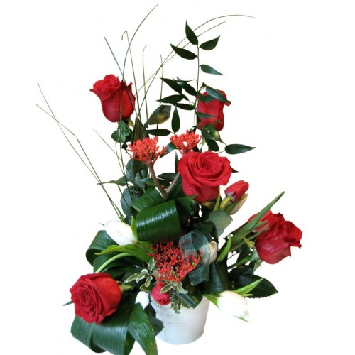 aranjament din trandafiri si lalele