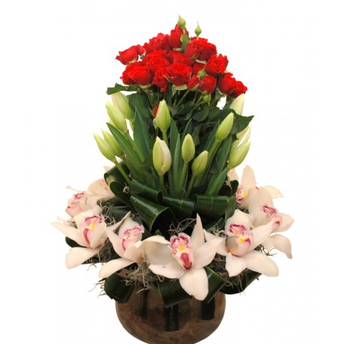 aranjamente florale din lalele, trandafiri si orhidee