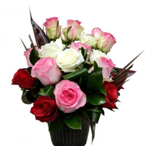 aranjament cu 19 trandafiri