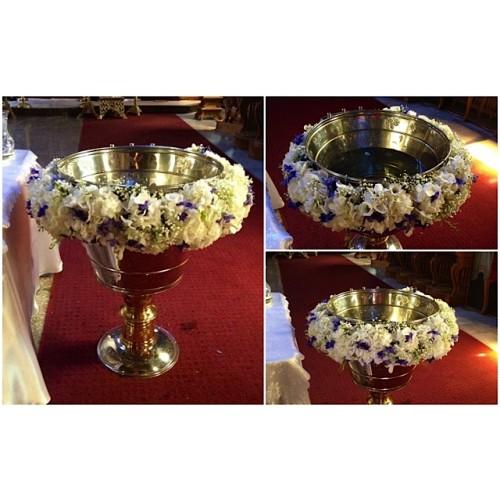 aranjament cristelnita cu trandafiri si hortensie