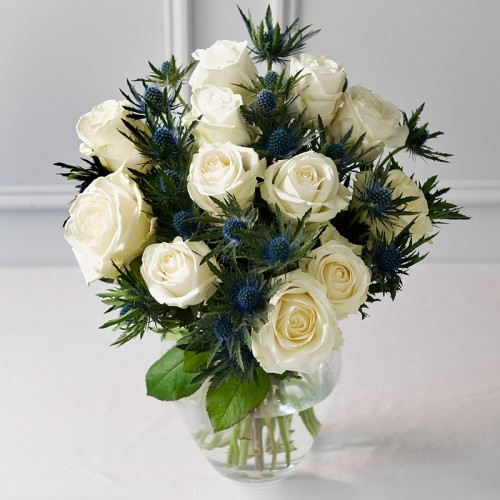 Aranjament trandafiri si eryngium