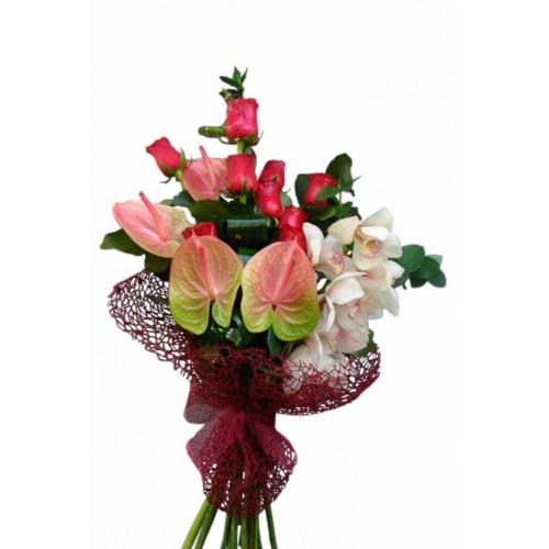 buchet anthurium, bambus si trandafiri