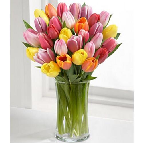 buchet de flori cu lalele.