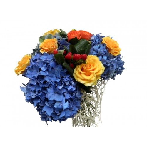 buchete din hortensie, trandafiri si hiperycum