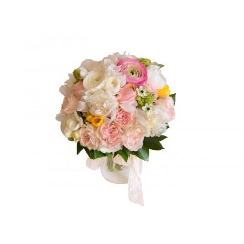 buchete mireasa din bujori, frezii, trandafirasi si ranunculus