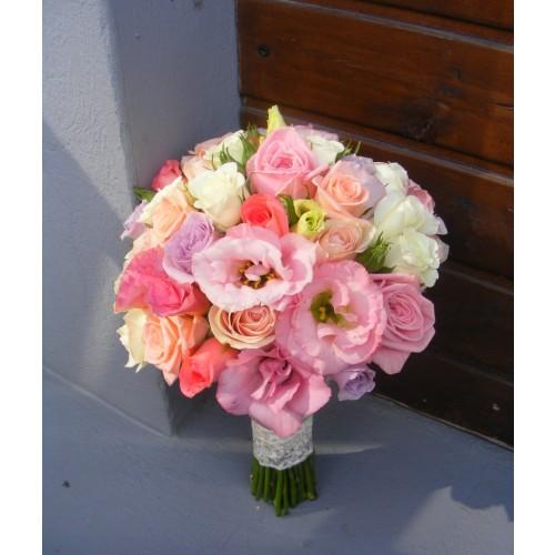 buchet mireasa cu trandafiri si lisianthus