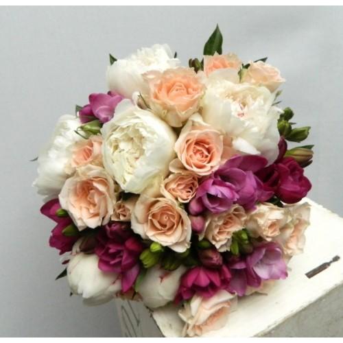 buchete mireasa din bujori, trandafiri si frezii