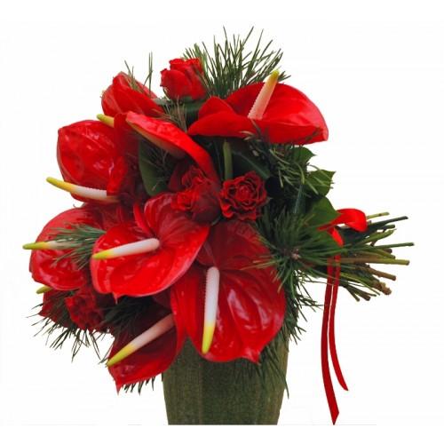 buchete flori cu anthurium rosu si trandafiri rosii