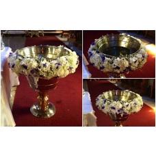 aranjament cristelnita cu hortensie, trandafiri, orhidee