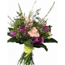 buchet cu mini trandafiri si lalele