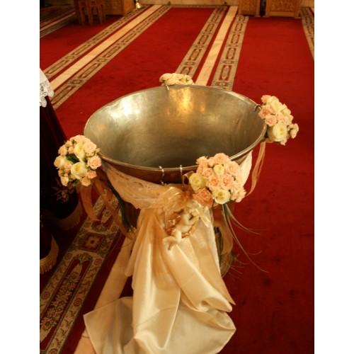 aranjament cristelnita cu mini trandafiri