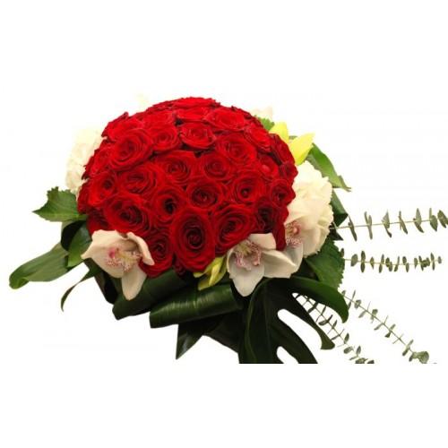 buchet cu trandafiri si orhidee cymbidium