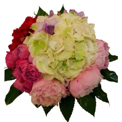 buchet class cu hortensie, bujori, trandafiri si frezii